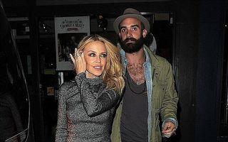"""Kylie Minogue îşi apără iubitul mai tânăr cu 20 de ani: """"Nu ne mai jigniţi!"""""""