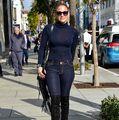 Jennifer Lopez: Cum să fii sexy şi în pantaloni, la 46 de ani