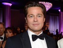 "Ca la 20 de ani. Brad Pitt, un ""adolescent"" la Globurile de Aur"