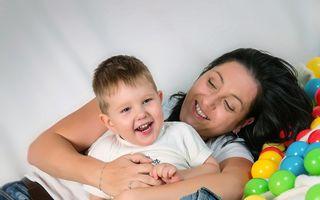 Educaţie. Legătura dintre mamă şi copil, consolidată prin joc şi cunoaştere