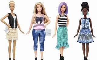 Păpuşa Barbie îşi schimbă silueta - FOTO