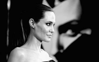 Angelina Jolie are trei tatuaje noi pe spate - FOTO