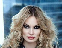 Valentina Pelinel, o gravidă fericită. Nu pare stresată de problemele lui Cristi Borcea