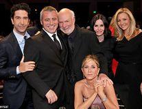 """Actorii din serialul de comedie """"Friends"""" s-au reunit după 22 de ani"""