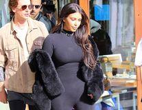 Atenţie, gabarit depăşit! Kim Kardashian a greşit din nou ţinuta