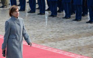 Carmen Iohannis se întoarce în arenă. Îşi va putea ajuta soţul să facă pace cu alegătorii?