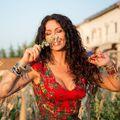 Mihaela Rădulescu îşi scrie o odă pe Facebook, transformând criticile în calităţi!
