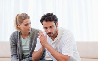 Relaţii. 5 gesturi care te fac să pari o iubită sufocantă. Renunţă la ele!