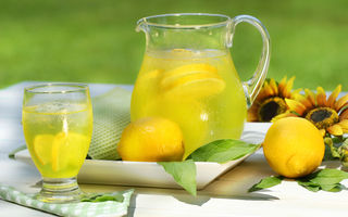 Nutriţie. 5 beneficii ale consumului de apă cu lămâie dimineaţa