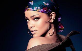 Rihanna, cu sânii la vedere în noul videoclip