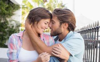 Relaţii. 5 semne că încă te iubeşte chiar dacă sunteţi de mult timp împreună