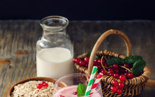 Dietă. Cum să faci un smoothie care te ajută la slăbit? 5 reguli esenţiale