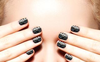 Poarta negru pe unghii. Oriunde. Oricand