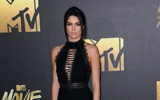 Modă. Ce au purtat vedetele pe covorul roşu la MTV Movie Awards. 8 ţinute