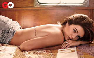 Selena Gomez a pozat topless