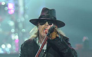 Axl Rose este noul solist al trupei AC/DC
