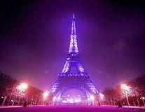 Clădiri celebre din lume, luminate în mov în onoarea lui Prince