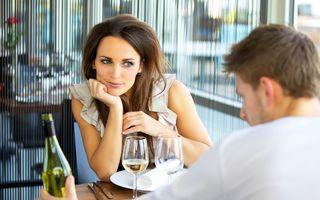 5 greşeli pe care le poţi face la prima întâlnire. Evită-le!