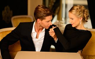 Bunele maniere la femei. 5 sfaturi ca să faci o bună impresie la întâlnire