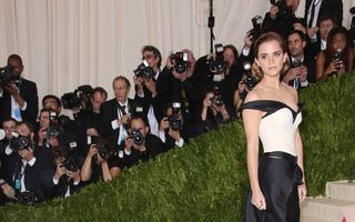 Emma Watson a purtat o rochie făcută din sticle de plastic reciclate - FOTO