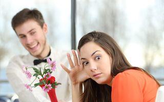 Cum să refuzi avansurile unui bărbat? Învaţă să fii diplomată!