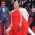 Kate Moss, într-o rochie superbă pe covorul roşu, la Cannes - FOTO