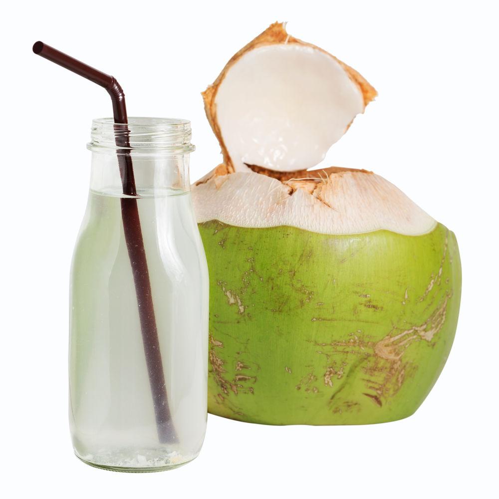 Nuca de cocos tanara si apa de cocos