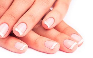 4 remedii împotriva unghiilor îngălbenite