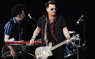 Johnny Depp, pe scenă cu Hollywood Vampires, înainte de concertul din România