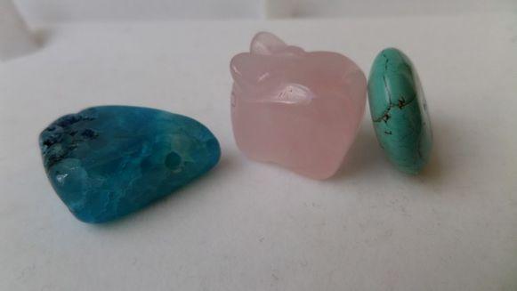Cuarţ roz, turcoaz şi agat