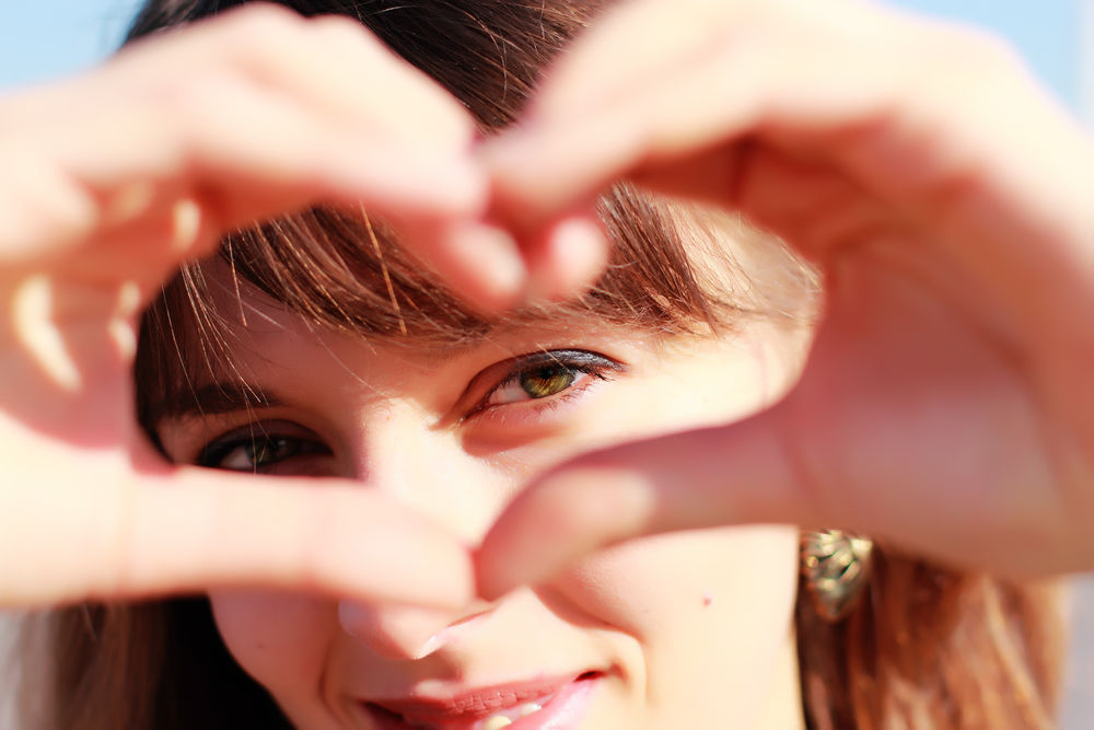 Femeie care isi manifesta dragostea