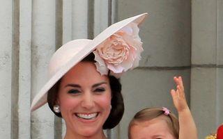 Prințesa Charlotte, prima apariţie în balconul Palatului Buckingham