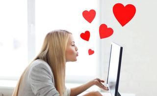 Femeie care si-a gasit dragostea pe internet