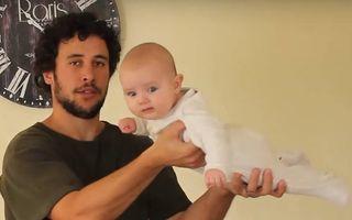 Cel mai harnic bebeluş dă cu aspiratorul şi spală vasele! Video amuzant