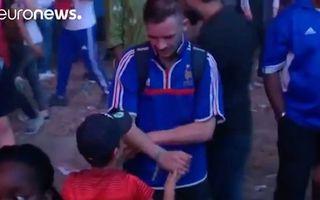 Video: Un băieţel portughez ajută un suporter francez care plânge
