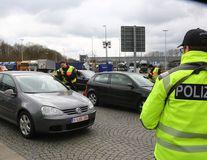 Atentat la un mall din Munchen: Imagini cu atacatorul în timp ce trage pe stradă