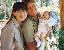 """Fiica lui Steve Irwin, """"vânătorul de crocodili"""", a împlinit 18 ani. Cum arată acum"""