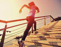 """Studiu. Urcatul scărilor ajută la păstrarea """"tinereții"""" creierului"""