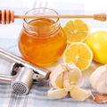Iată ce se întâmplă în corp dacă mănânci usturoi cu miere timp de 7 zile!