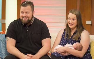 Reacția uimitoare a unui bărbat după ce soția sa a născut într-un minut, la intrarea în spital VIDEO