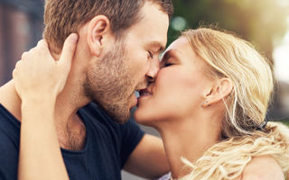 Cum sărută fiecare zodie. Tu te regăseşti?