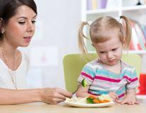 Închisoare pentru părinţii care îşi obligă copiii să fie vegetarieni, proiect de lege în Italia