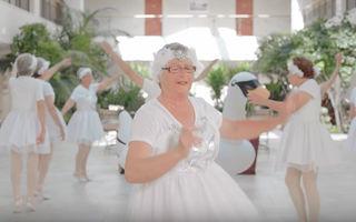 Video amuzant: Ce iese când bunicii de 80 de ani o imită pe Taylor Swift