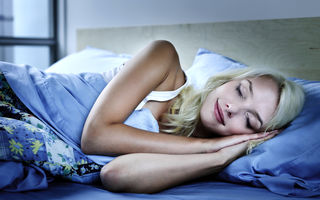 Ce înseamnă atunci când visezi că ai căzut în gol? Descoperă semnificaţia celor mai comune vise