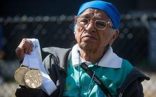 Bunicuţa alergătoare: La 100 de ani, face suta de metri în 81 de secunde!