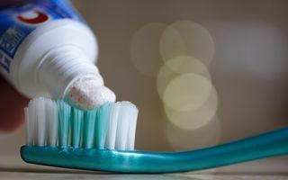 12 lucruri neaşteptate pe care poţi să le faci cu pasta de dinţi