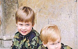 Recunoaşteţi personajele? Imagini inedite cu băieţii Prinţesei Diana