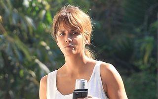 Halle Berry n-are nevoie de machiaj: Arată fabulos la 50 de ani!