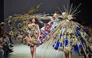 30 cele mai ciudate ținute de la prezentările de modă. Sunt de speriat!