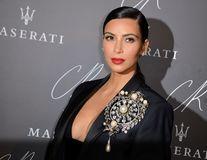 Kim Kardashian, în lacrimi: Hoţii i-au pus pistolul la cap şi i-au furat bijuteriile